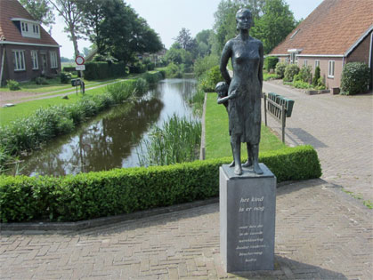 Monument Het kind is er nog in Echten